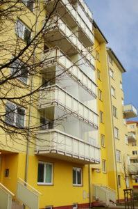 bezrámové zasklívání balkonů certifikovaným systémem Optimi